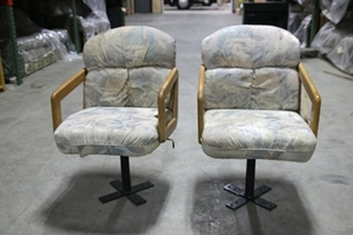 USED RV/MOTORHOME/CAMPER RECOVERABLE DINETTE CHAIRS AND TABLE